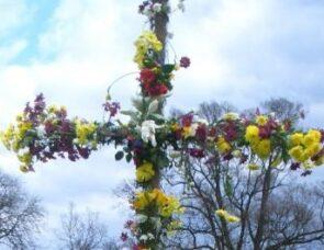 A Resurrection Cross: celebrating Jesus' victory over Death